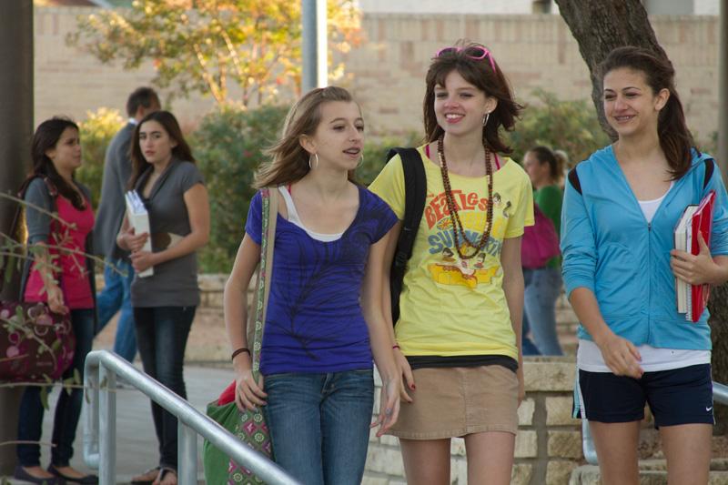 original-weird-girls-walking